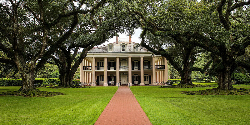southern plantation oak alley plantation with shutters